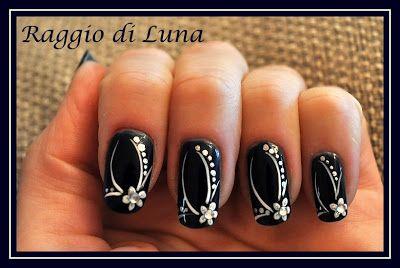 raggio di luna nails elegant manicure white flower on