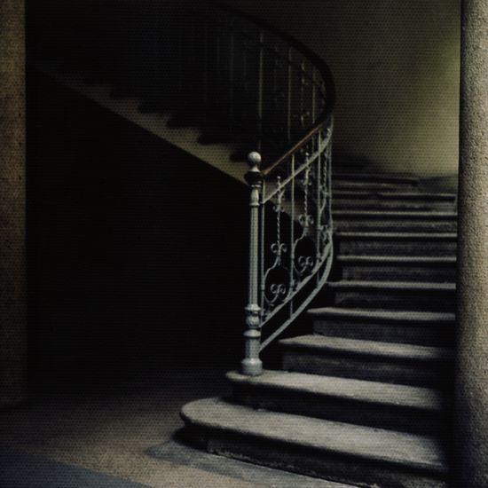 an-apparent-motion:    Victor Hausladen - 'Kein Mensch, eine Treppe herabsteigend'  victorhausladen.de