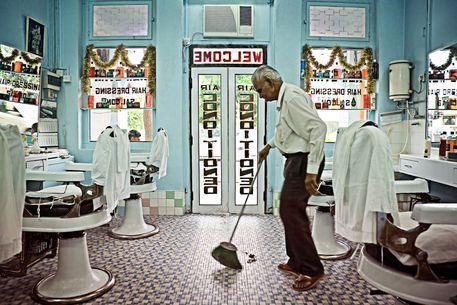 Indian Barbershop Singapore 06 Jpg This Is The Prettiest Barber Shop Barber Shop Classic Barber Shop Barbershop Design