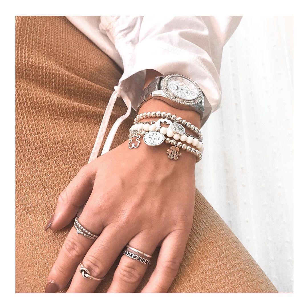 • Mixi Set • Conjunto de cinco pulseiras com pendentes diferentes, mas que juntos combinam tão bem 🌸 De qualquer forma, se preferires, podes sempre personalizar com outros pendentes que gostes. Para saberes mais sobre as possibilidades de personalização comenta esta publicação! #FIARI #pulseiras #bracelets #jewelry #bijuteria #jewels #handmade #girl #girly #portugueseshop #shop #news #site #postoftheday #outfit #acessories #beauty #jewelsstore #angel #tree #bear