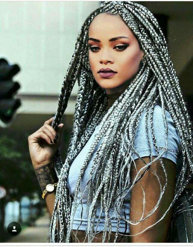 Rihanna nattes avec rajouts sur cheveux afro crépus naturels