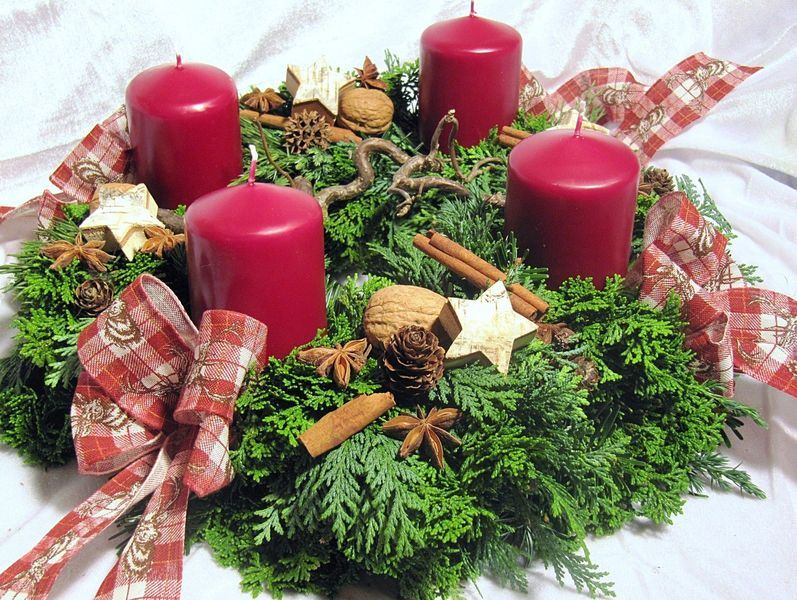 Adventskranz Hirsch frisch gebunden von Blumenträume Hübsch  auf DaWanda.com #rustikaleweihnachtentischdeko