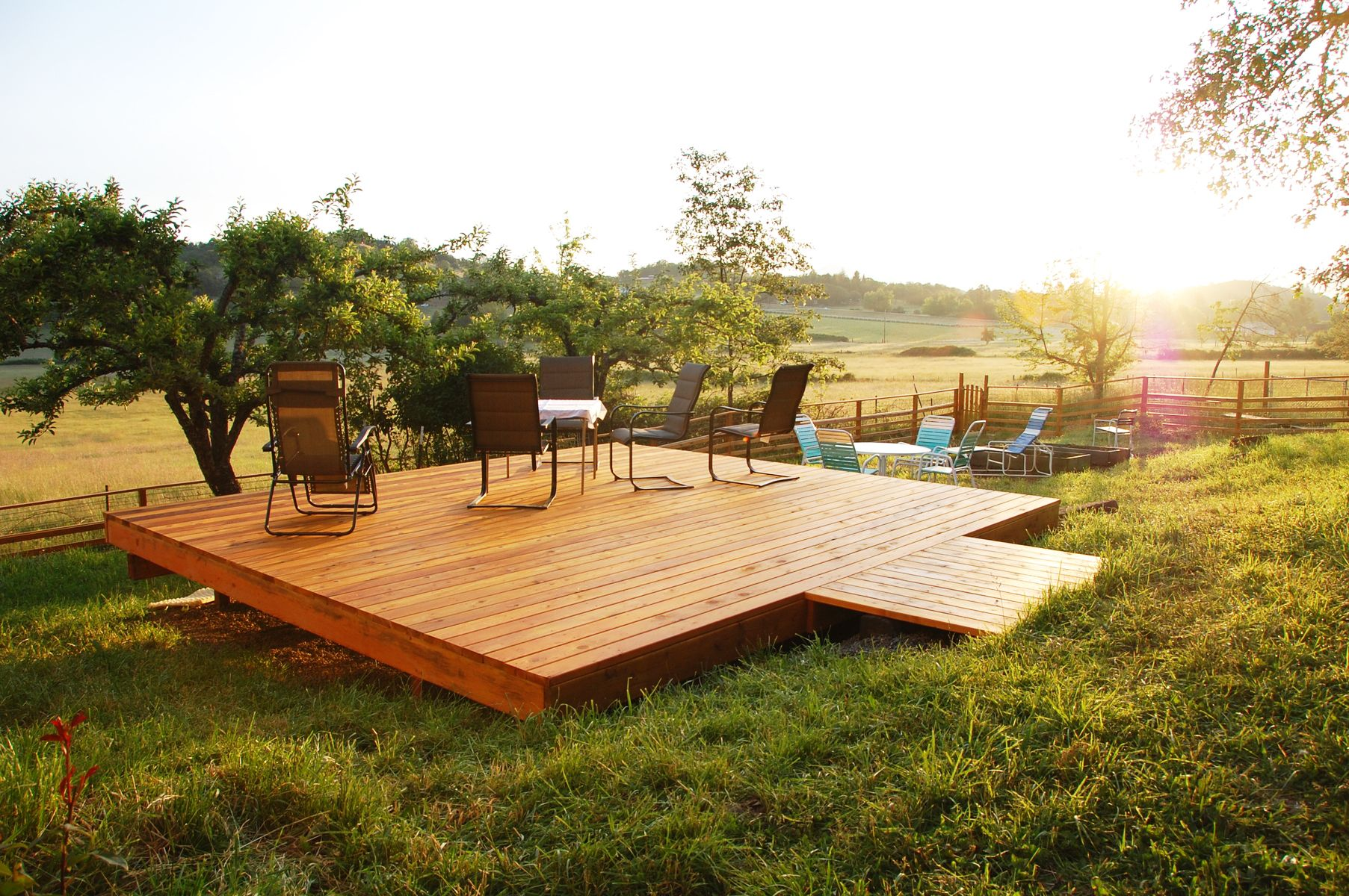 What is a freestanding deck and Why would you want one .