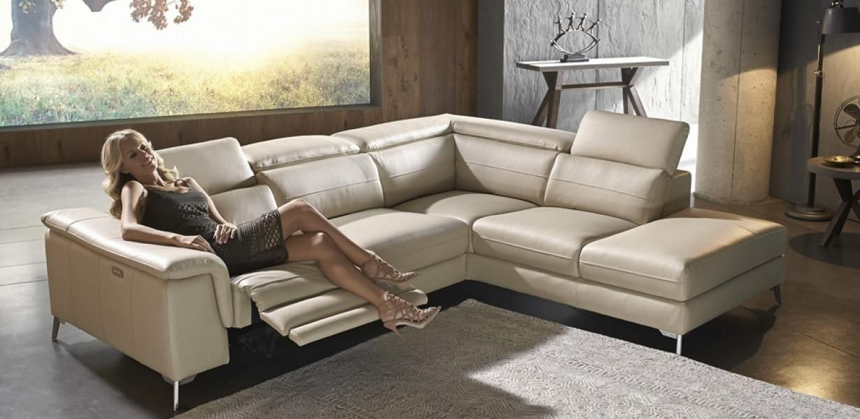 Stylish Leather Corner Modular Lounge With Electric Recliner