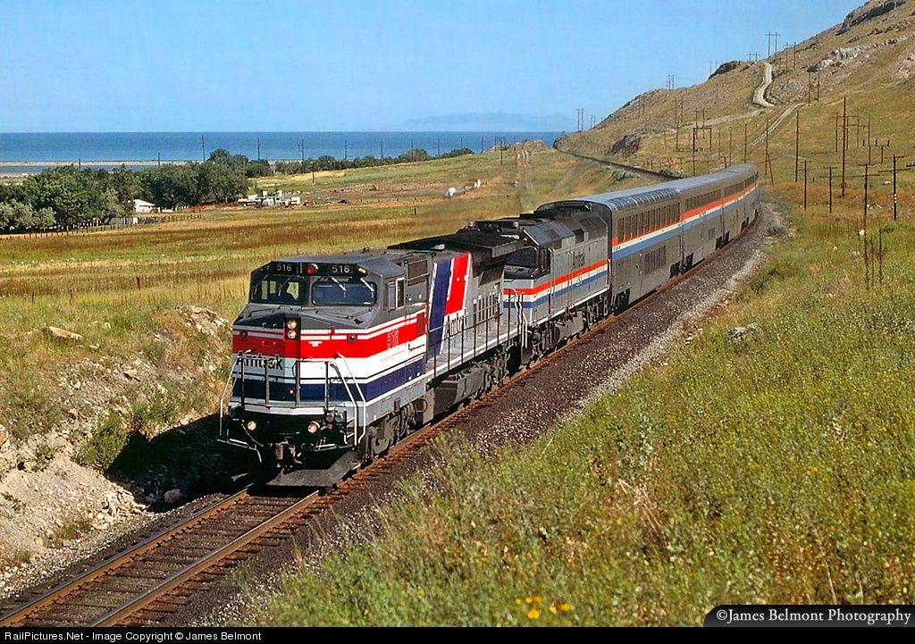Amtraks desert wind coasts past the shoreline of the