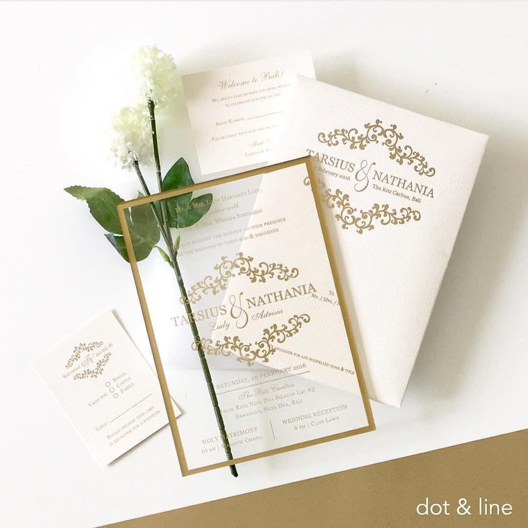 Wedding Card Ideas Id On Instagram Beautiful Wedding Invitation In Acrylic Material With A Gold Lines Design By D Undangan Pernikahan Pernikahan Undangan
