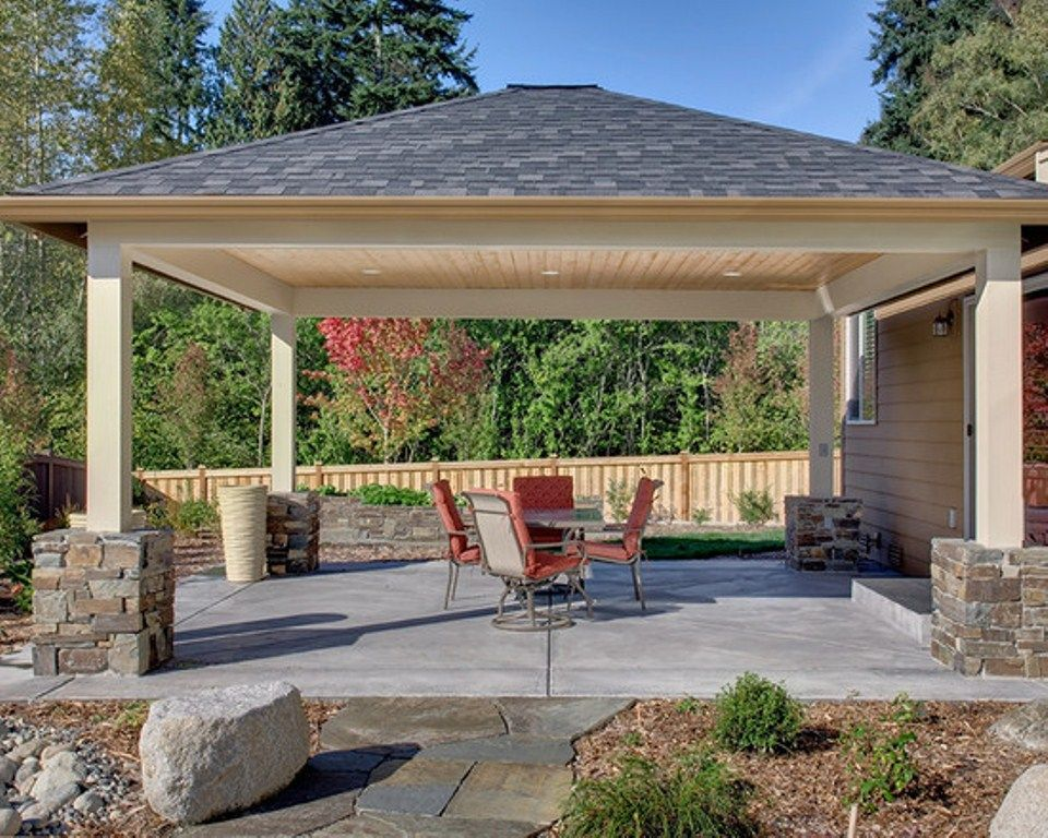 Love the stone design at the base of the patio cover Outside veranda designs