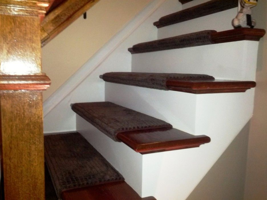 Charmant Carpet: Stair Warm Look Stair Design With Mahogany Treads Combine With  Brown Oak Wood Newel Post And Handrail Also White Riser Complete With Brown  Stairs ...