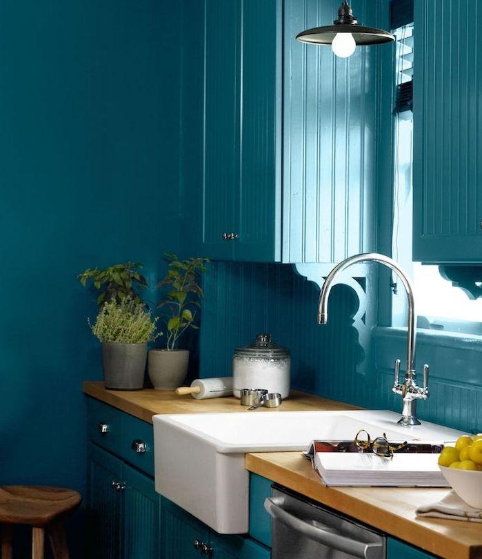 modele de cuisine ancienne campagne couleur bleu canard avec plan de ...