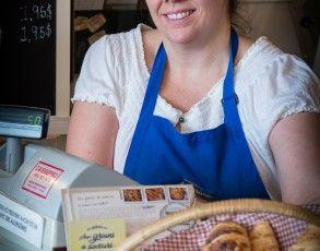 La boulangerie Aux grains des saveurs sera combler vos papilles avec des pains merveilleux aux raisins, cannelle, fromage et olives ! Vous avez le choix !