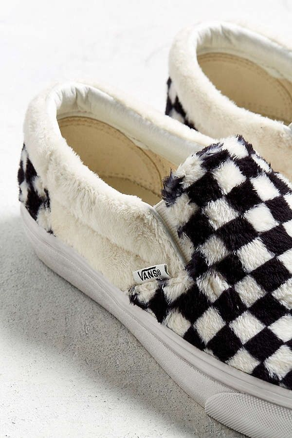 ec81cf467501e1 Vans Slip-On Checkerboard Sherpa Urban Outfitters Fluffy Cozy Furry Fur  White Black