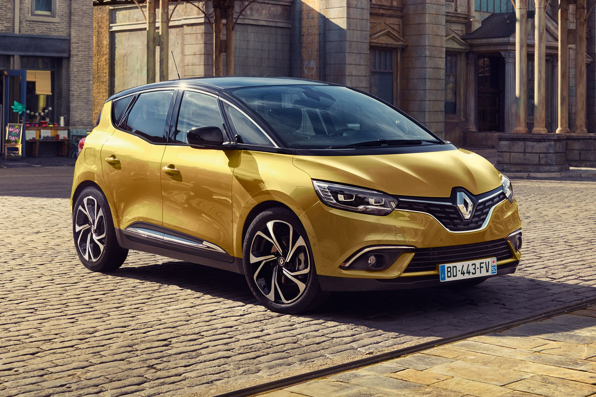The New 2016 Renault Scenic Is Here Have They Reinvented The Mpv The New Renault Scenic Has A Simple Mission In Life To Make Us Fa Busje Modelauto Geneve