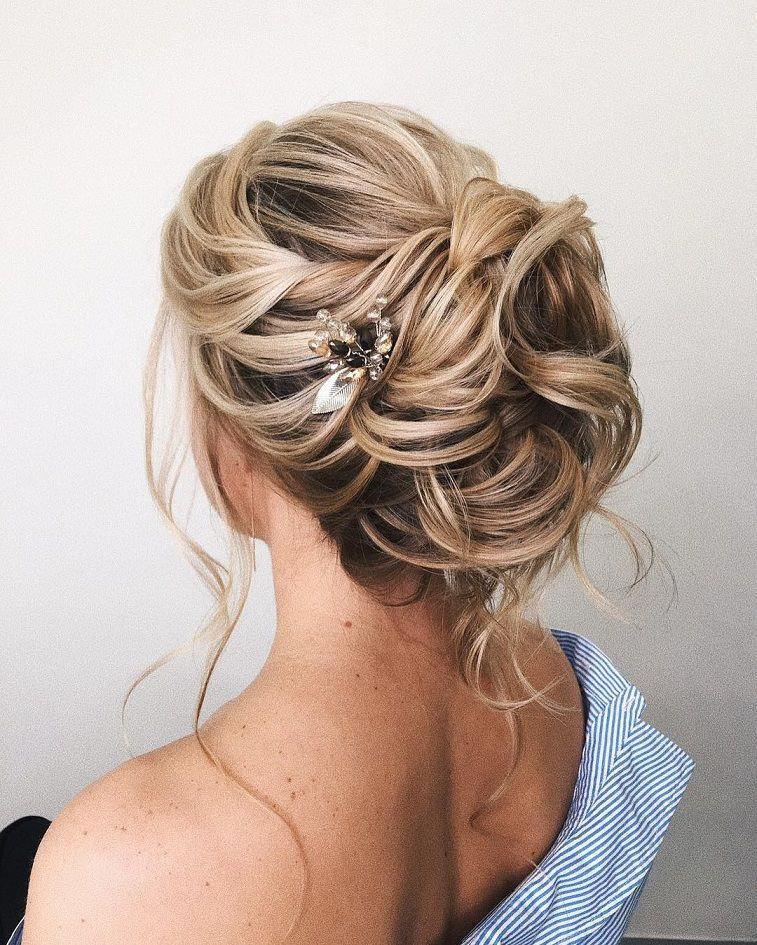 Gorgeous Updo Hairstyle That Youll Love To Try Fryzury