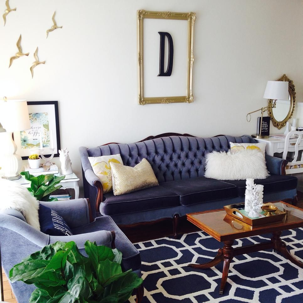 This eclectic living room pairs to her traditional furniture like