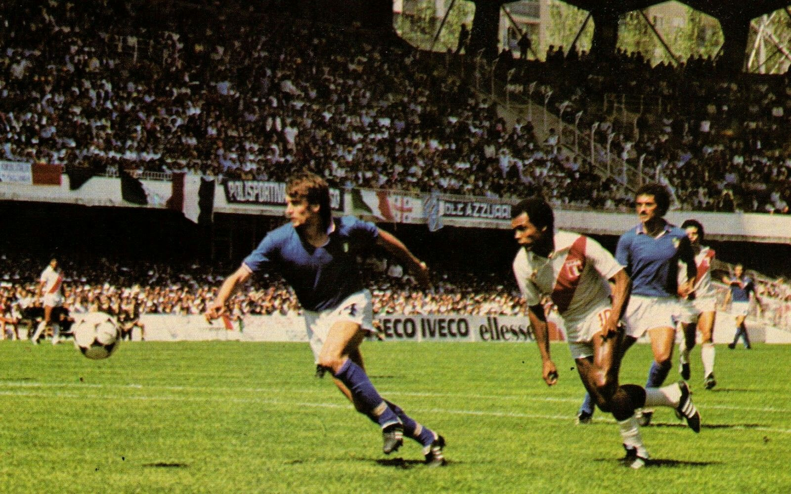 Italy 1 Peru 1 in 1982 in Vigo. Teofilo Cubillas and Giancarlo ...