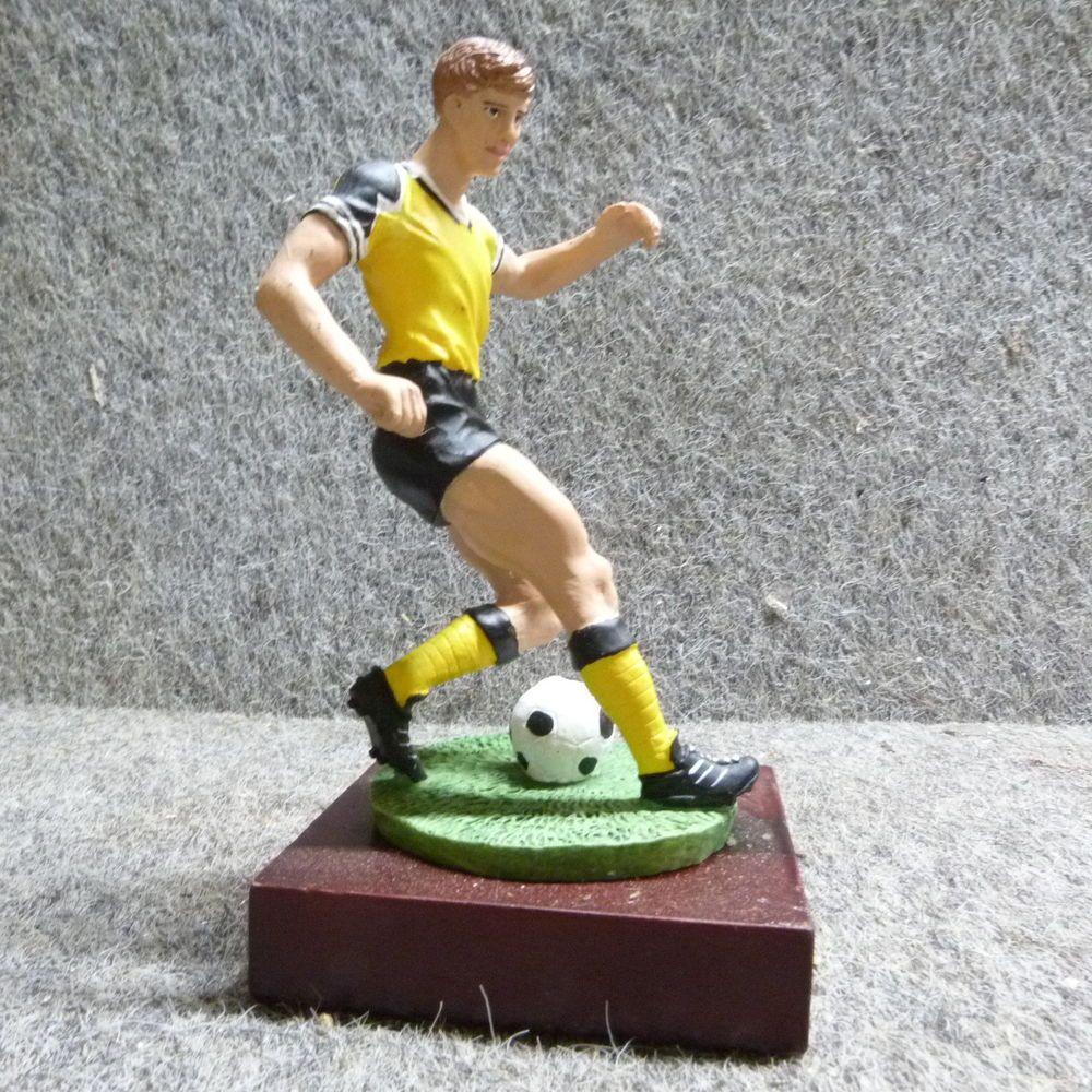 Fussball Figur In Gelb Schwarz Fanartikel Fussballer