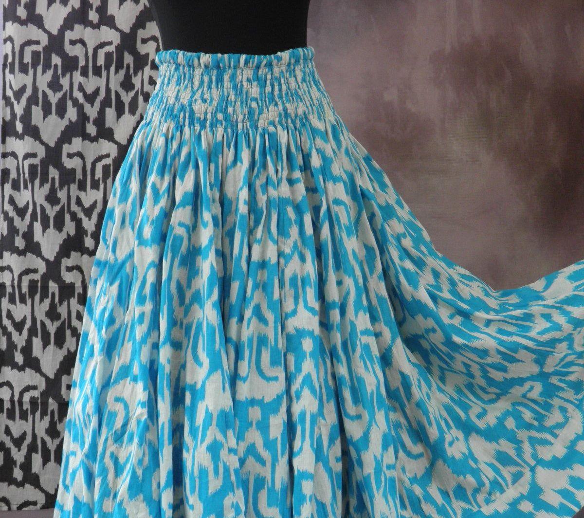 a52702a0d6d0e Jupe longue bleue et blanche en coton motif ethnique Ikat 45 pans ...