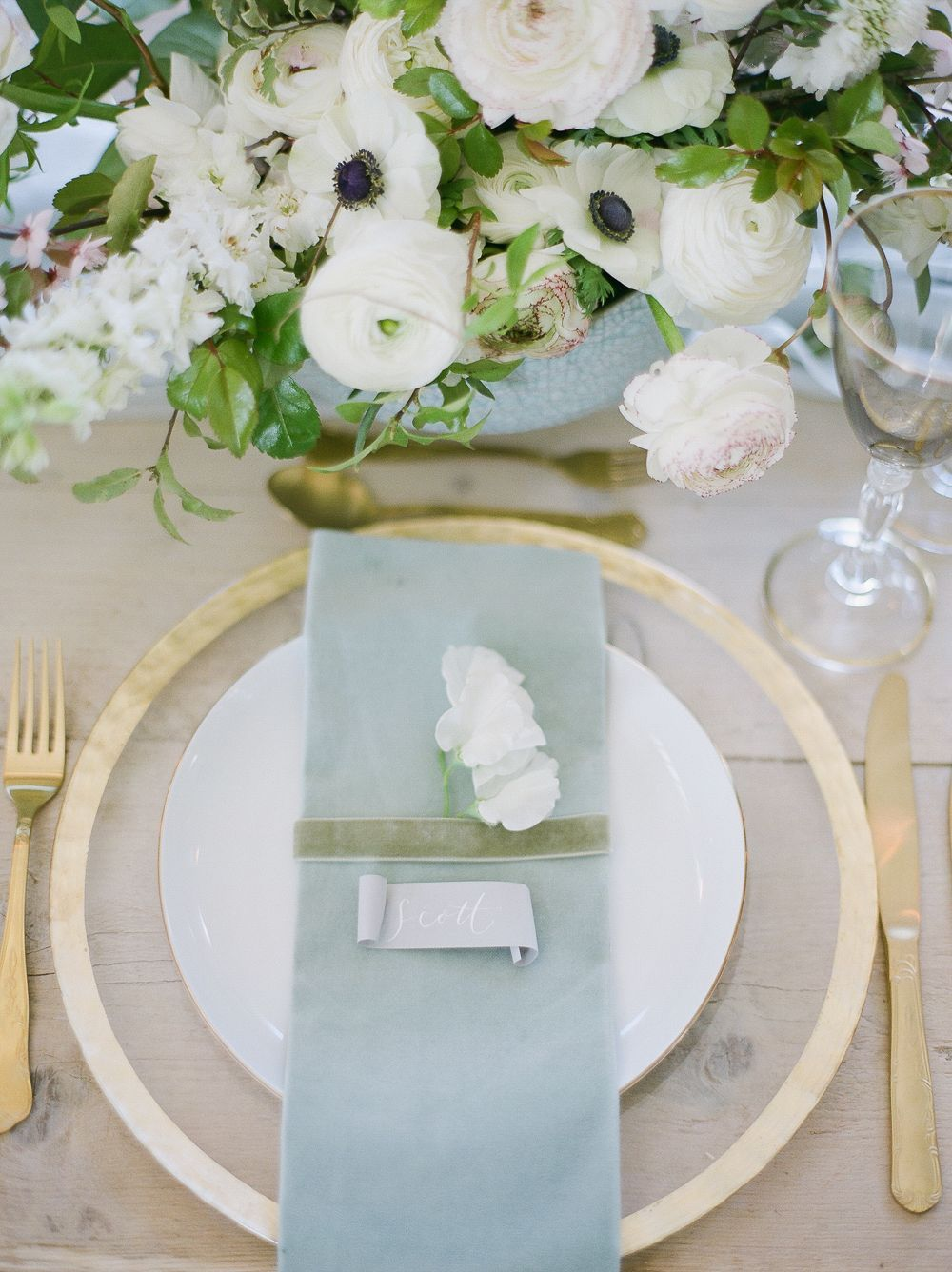I love this wedding table. A classic English wedding with a touch of ...