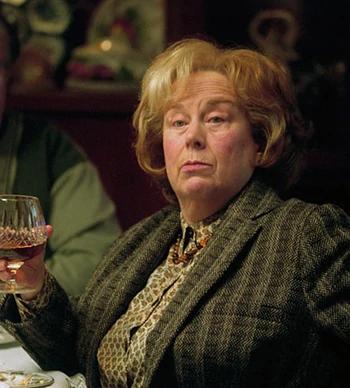 Marjorie Dursley Wiki Harry Potter Fandom Harry Potter Film Harry Potter Personnages Harry Potter