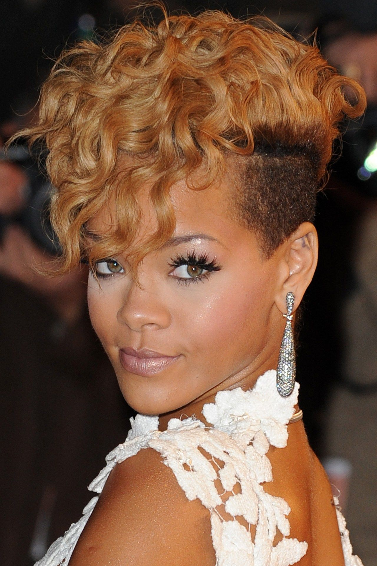 rihanna hairstyles & hair colour 2005-2013 pictures (vogue