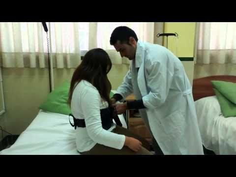 5º. Pasar al paciente semidependiente a la silla cuando con ayudas técnicas (un tecnico) disco y cinturon de transferencias)