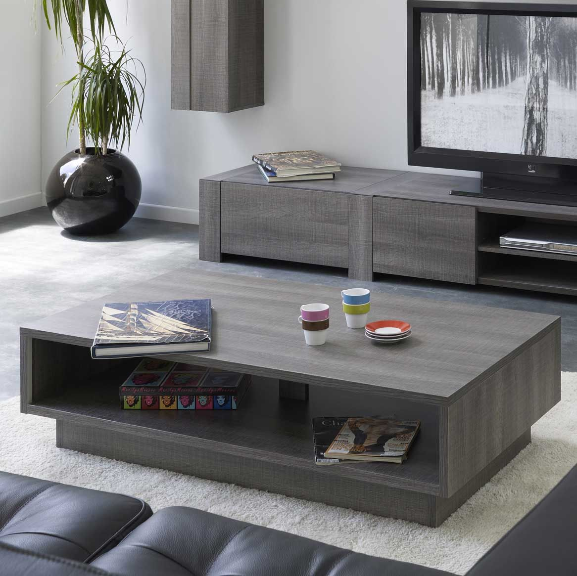 table basse rectangulaire en bois au salon. Black Bedroom Furniture Sets. Home Design Ideas