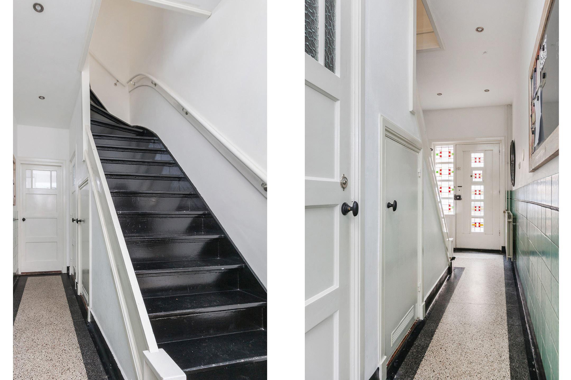 Stijlvolle hal met veel originele details uit de jaren 39 30 jaren 30 hal - Deco originele wc ...