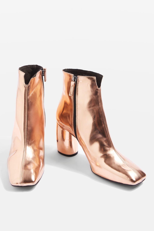 b4716d0351cc HUNT Banana Heel Boots