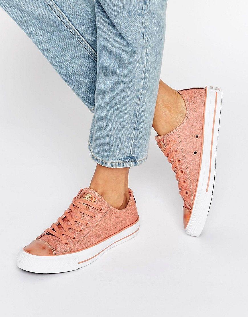 9c50089d7b ¡Cómpralo ya!. Zapatillas de deporte en rosa rubor con puntera metalizada  Chuck Taylor de Converse. Zapatillas de deporte de Converse, Exterior de  lona de ...