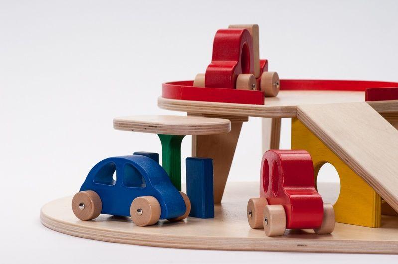 Houten Garage Speelgoed : Houten garage met autos`s ado ado houten speelgoed villa