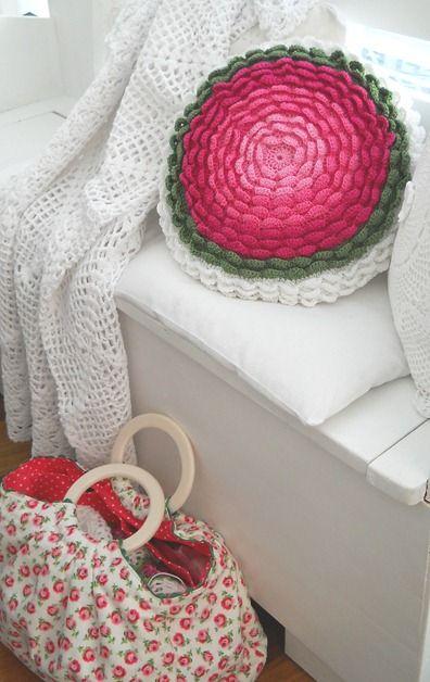 Pretty colours. | Crochet | Pinterest | Blumenkissen, Kissen und Häkeln