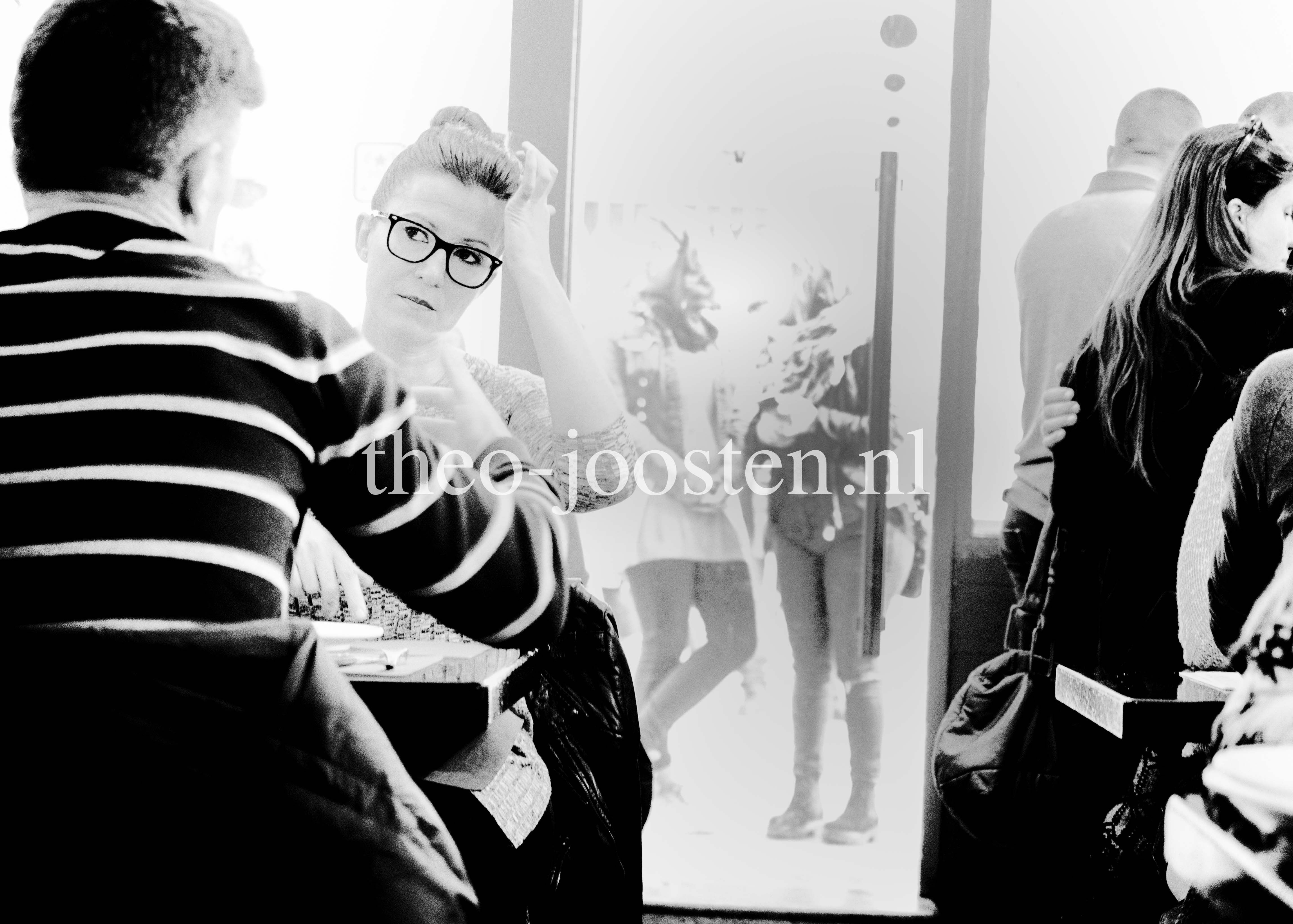 Barcelona restaurant La Bombeta                 fotografie black and white                             street photography women