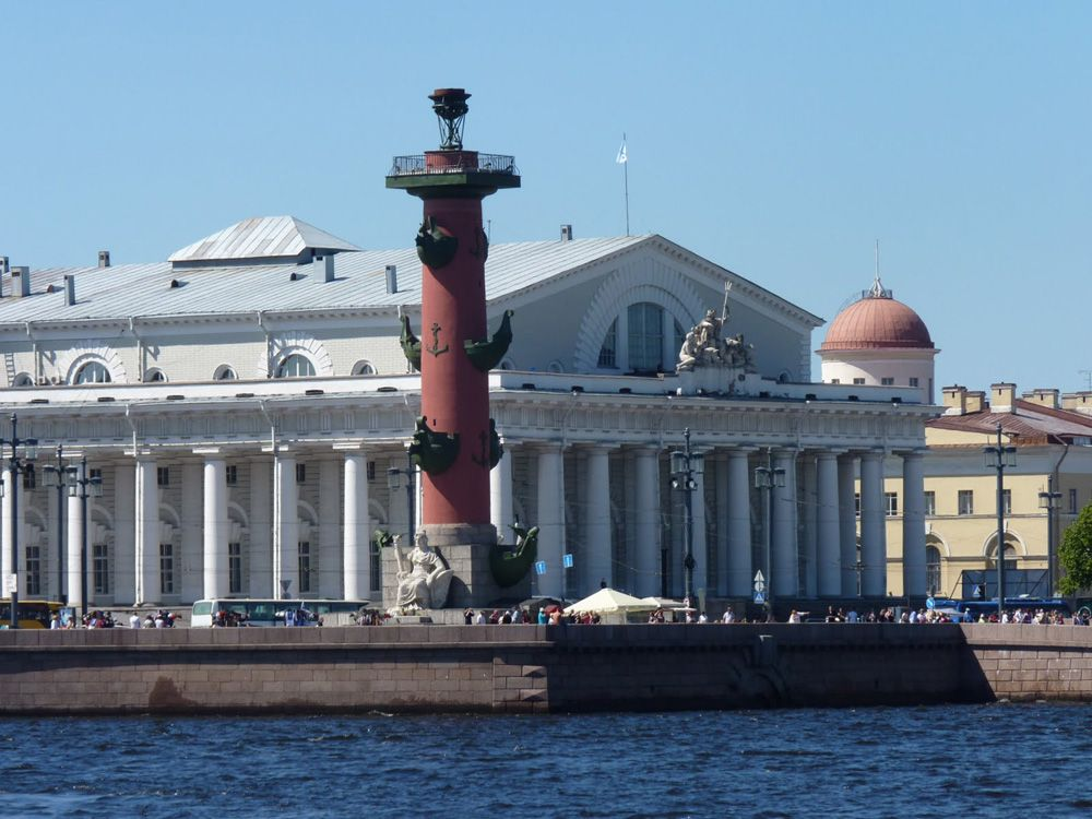 Spit on Vasilievsky Isnald. Boat trip in St Petersburg. Photo by www.peterburg.biz #friendlylocalguides #stpetersburgtours #vasilievskyisland
