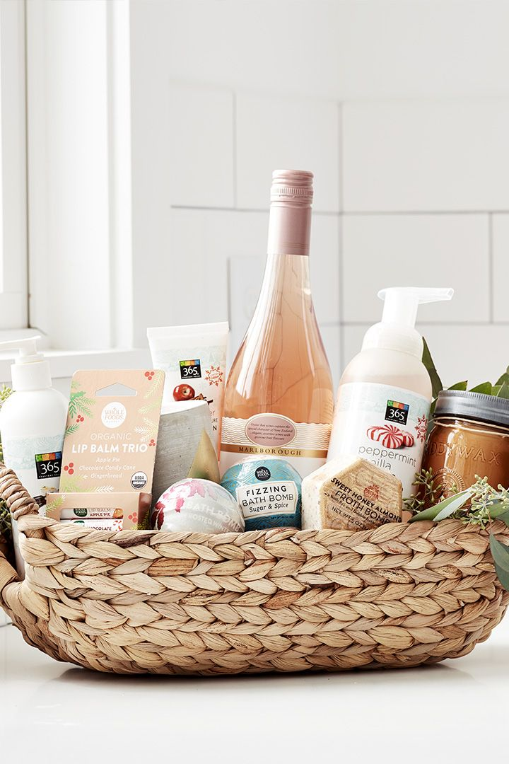 6 Tips for Nailing the Art of the Holiday Gift Basket in