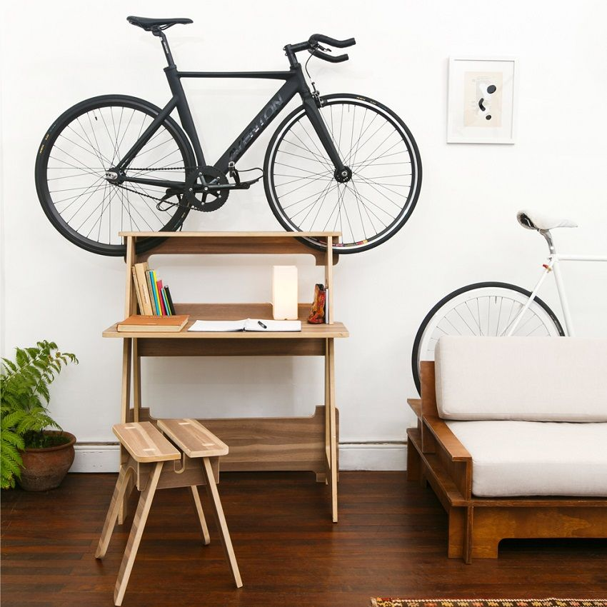 Fahrradständer Wohnung a desk that doubles as a bike stand one of nine clever ways to