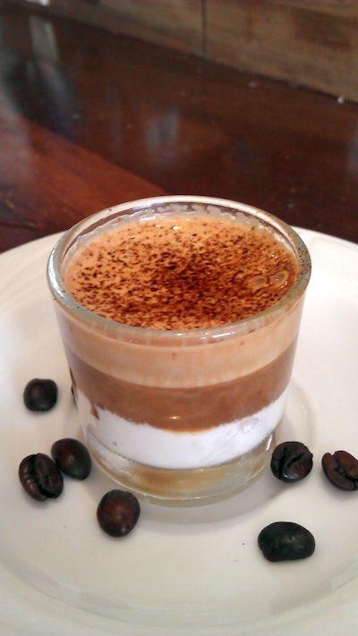 Capuccino de nata con canela y café con chocolate