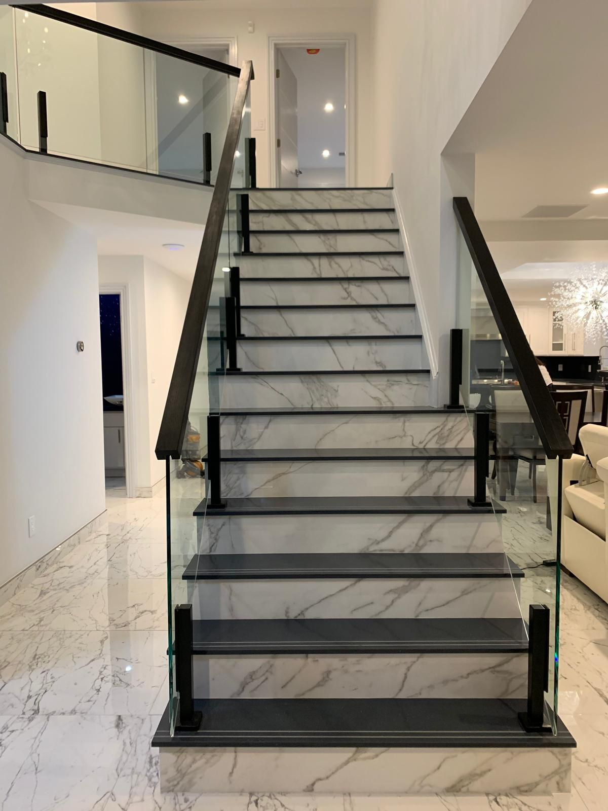 Glass railing for a marble staircase