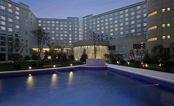 Crowne Plaza Hotel Tianjin Binhai. a quiet 4 ½-star hotel. is one of the places to stay in for those traveling to Tianjin. This hotel… (With ...