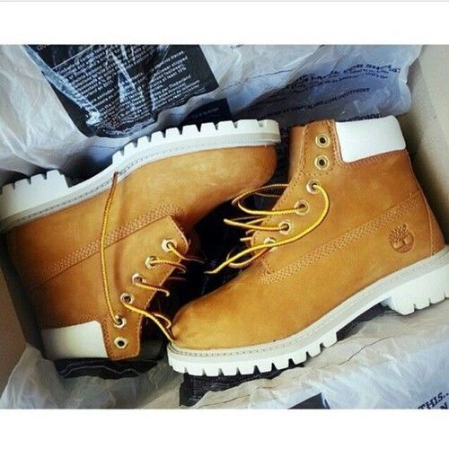 80886d0643 White soles Timberland Boots, Timberlands, Shoes Style, Girl Style,  Fashion, Girls