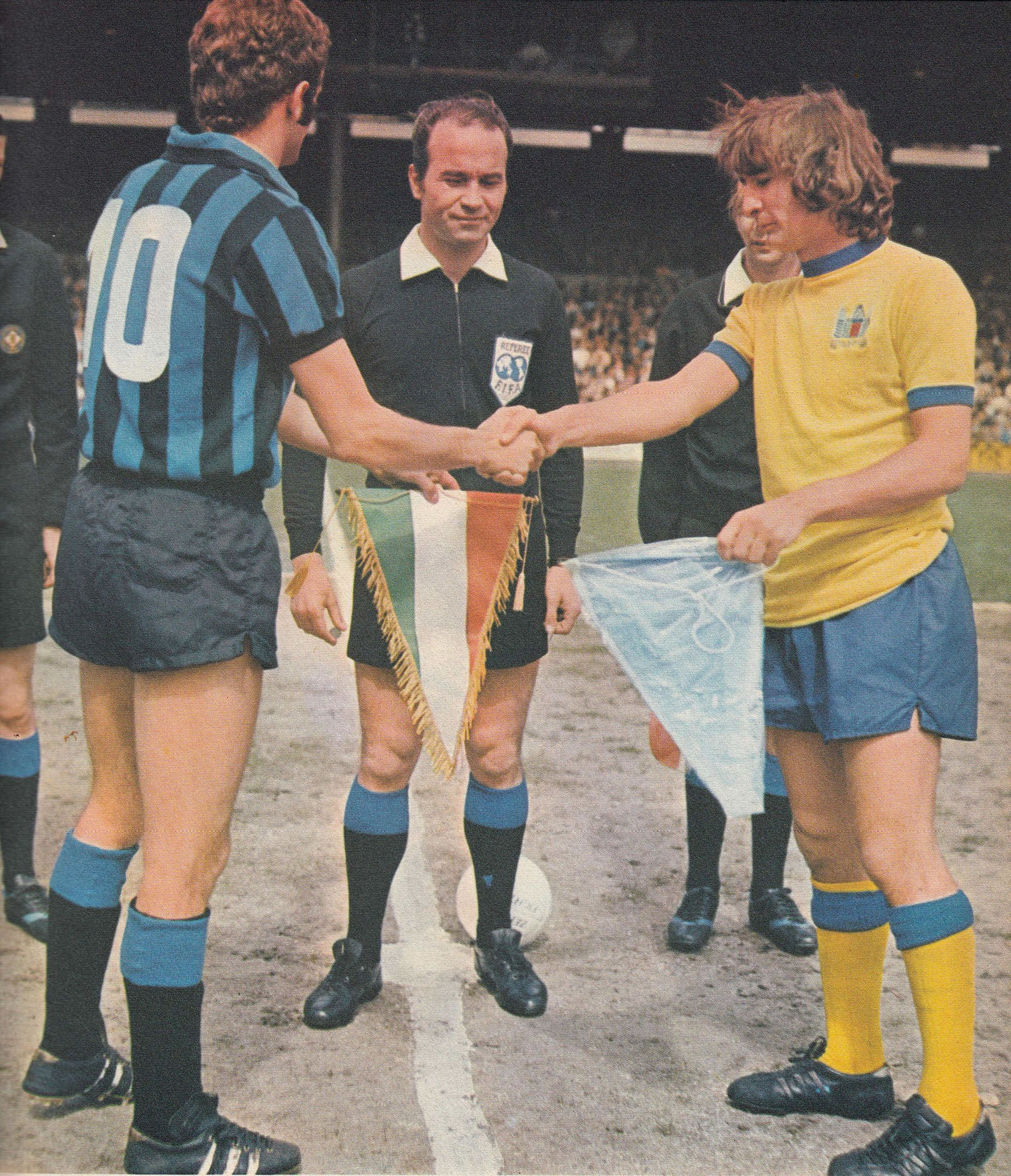 4th June 1971. Inter Milan captain Sandro Mazzola and his ...