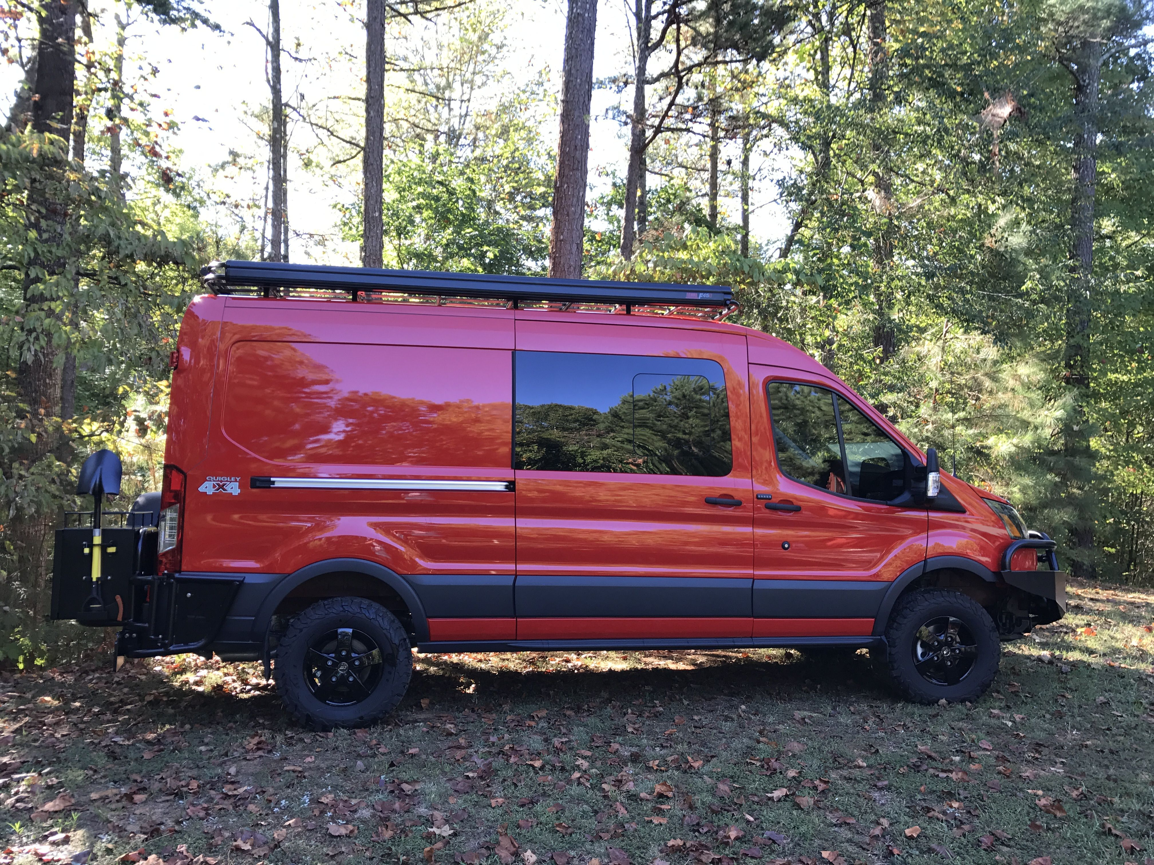 Ford e 350 eb van with aluminess gear all around aluminess roof - Ford Transit With Aluminess Front Bumper Rear Bumper With Tire And Box Swing Arms