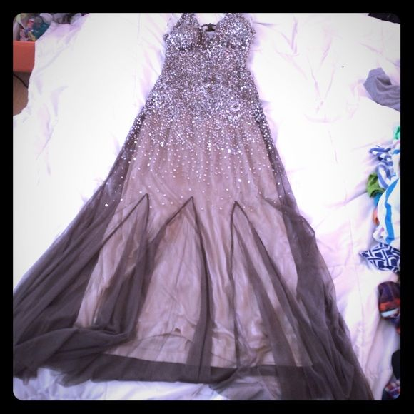 Beautiful ballgown Absolutely beautiful dress. Worn once absolutely perfect condition! hate to get rid of but will likely never wear again  had so many compliments! Paid over $200 on sale! Retail was like $399! Dresses Backless