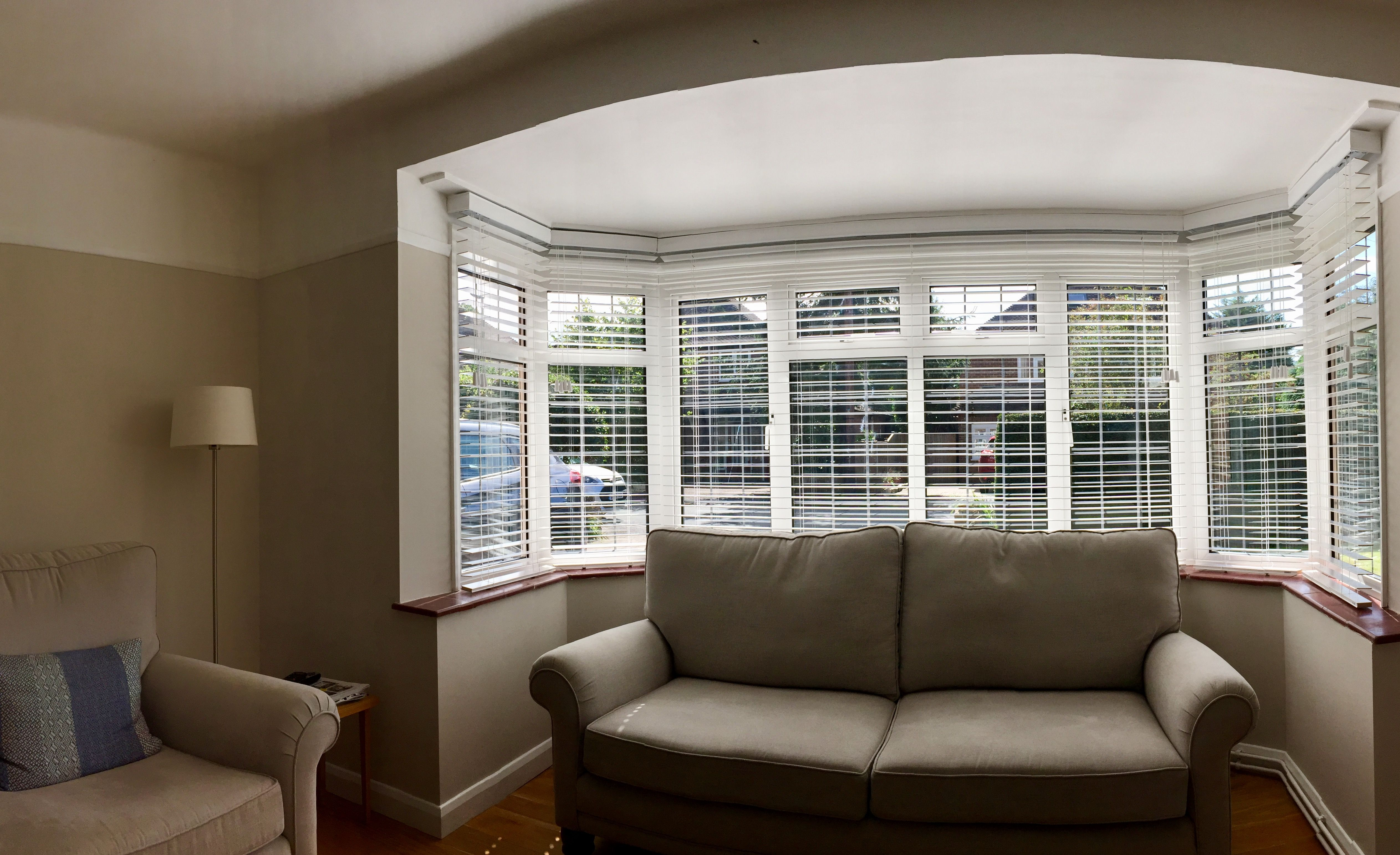 Wood Venetian Blinds In Pure White For Bay Window Living