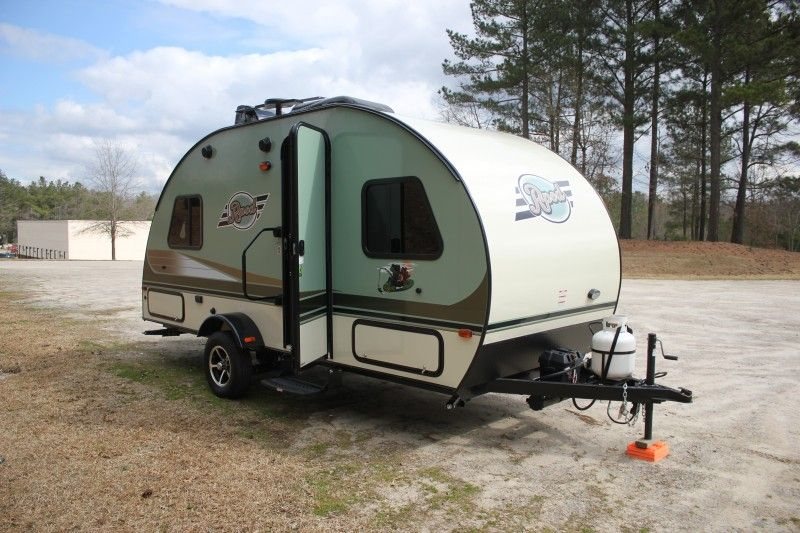20' Light Weight Travel Trailer Rental with Slide in