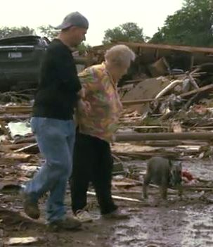 Heartwarming video: Oklahoma tornado victim finds her missing dog during an interview on live TV