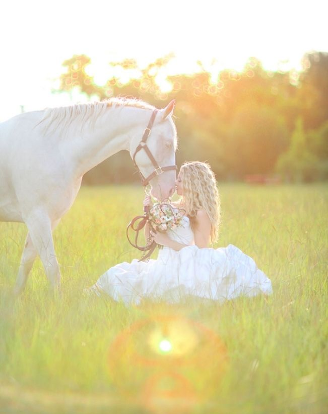 Beautiful! Bride and her horse, sunlight, lens flare wedding photography
