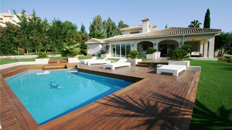 This is a stunning luxury villa located on the Los Naranjos Golf, Nueva Andalucia. Click/tap for more info.
