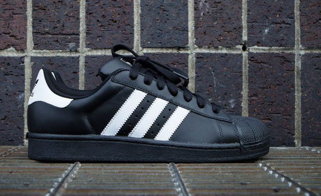 adidas Originals Superstar 2 | Black & White