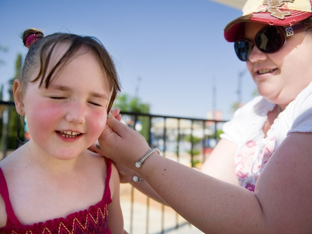 AMA supports use of sunscreen in schools