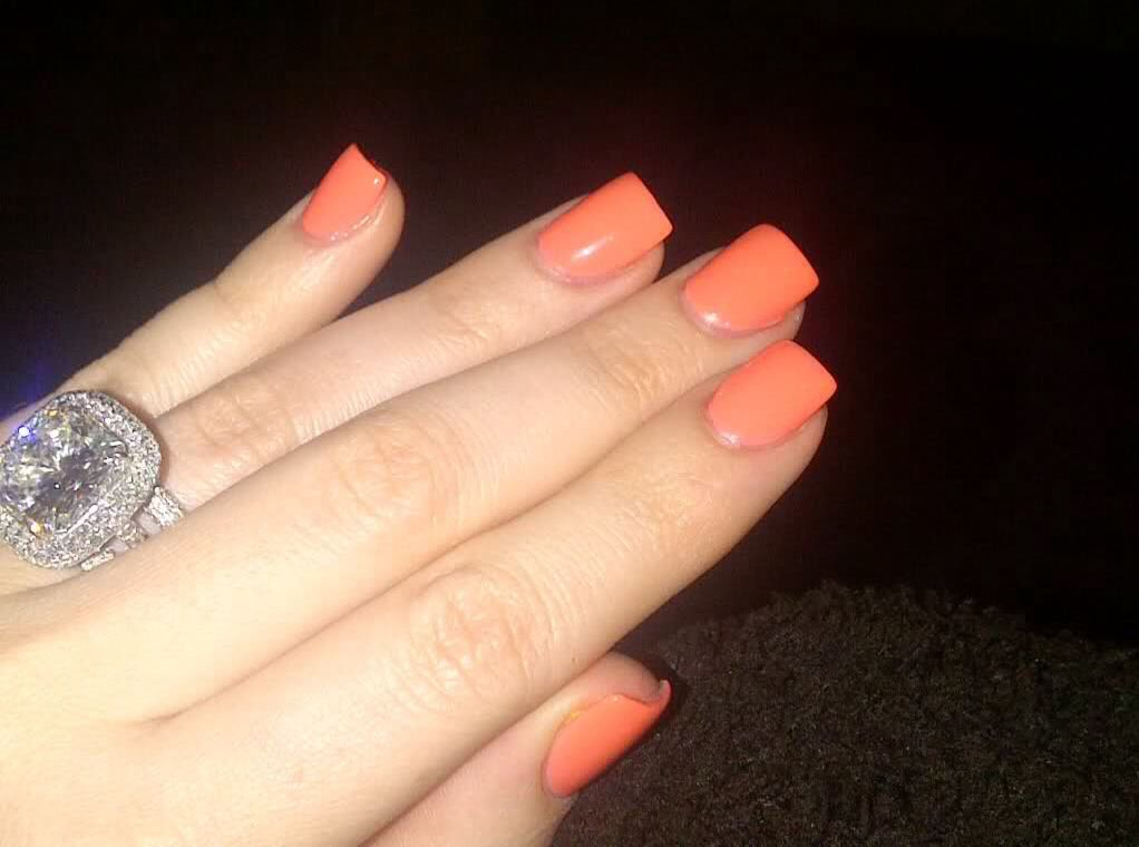 Khloe Kardashians fab ring and nails Look at that sparkle